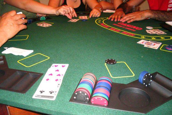 Kuinka välttää online -kasinopeleihin liittyvät riskit ja pelata turvallisesti