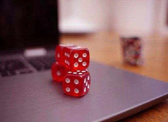 Online -uhkapelien suosio ja riskit